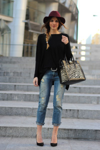 ripped-jeans-pointed-pumps-and-fedora